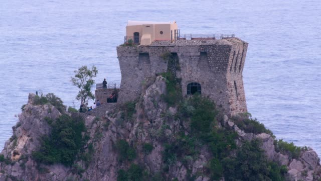 people at torre capo di conca & tyrrhenian sea, amalfi coast, province of salerno, italy - 岩肌点の映像素材/bロール