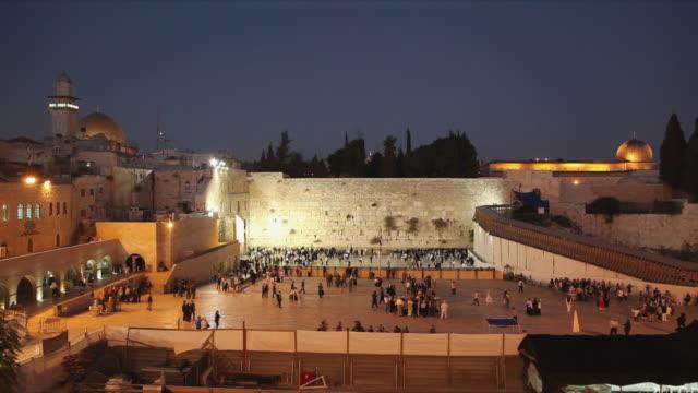 t/l ws ha people at wailing wall at dusk / jerusalem, israel - wailing wall stock videos & royalty-free footage