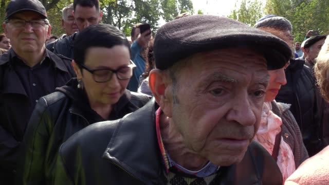 people atend a mourning ceremony commemorating the victims of babiy yar, at the menorah memorial during in kiev, ukraine, on 29 september, 2019.... - ravine stock videos & royalty-free footage