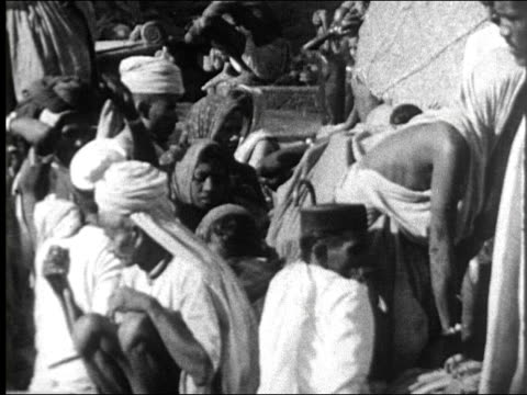 1942 - people bathing, praying in Ganges River