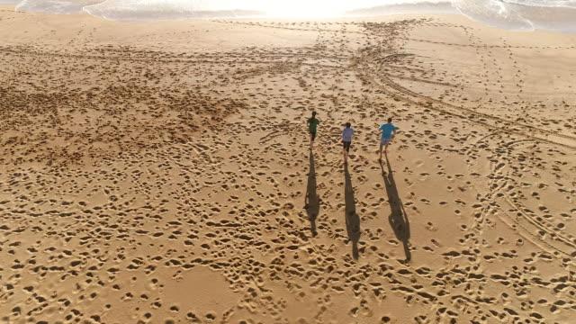 People Beach run back 2 waves 0810