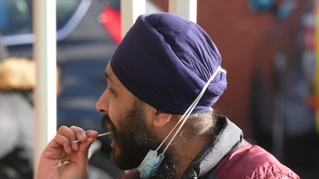 people begin coronavirus testing at the guru nanak dev ji gurdwara in moss side as surge testing for the kent coronavirus variant on february 09,... - kent england bildbanksvideor och videomaterial från bakom kulisserna