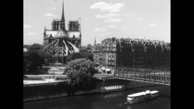 people boarding the bateau mouche for sightseeing down the seine / views of paris's left bank / spires of notredame cathedral / - tourboat stock videos & royalty-free footage