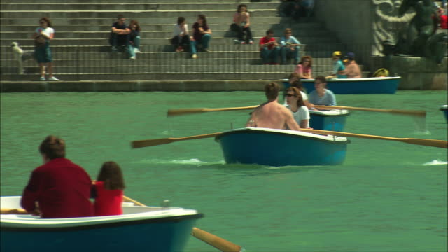 ws pan people boating in retiro park, madrid, spain - ruderboot stock-videos und b-roll-filmmaterial