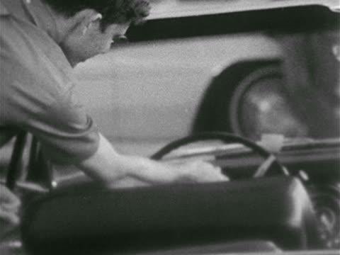 stockvideo's en b-roll-footage met people browsing in car dealership - autodealer