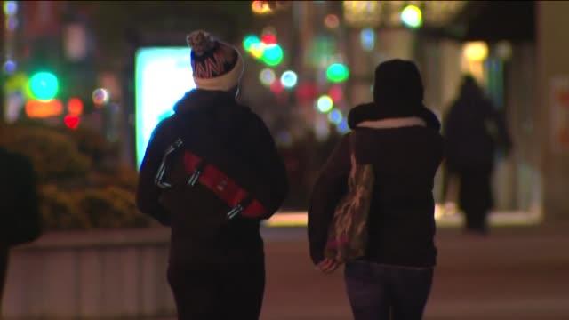 vídeos y material grabado en eventos de stock de people bundled in coats walk around downtown chicago at night on nov 18 2014 - ropa de invierno