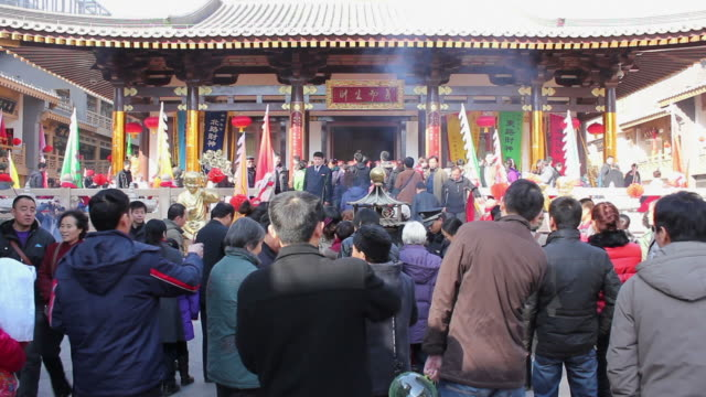 WS People burning incense in temple during chinese new year/xian,shaanxi,china