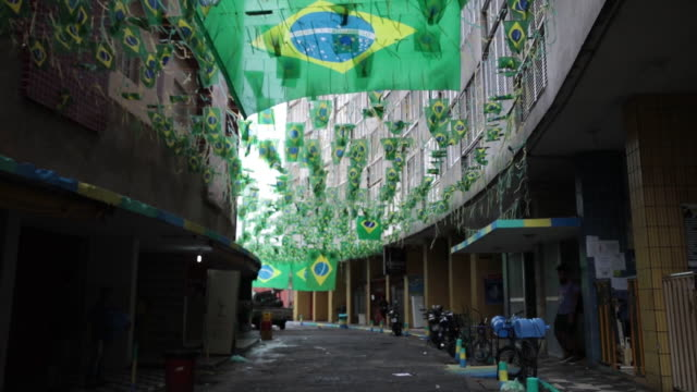 people buying brazilian themed objects in downtown ahead of the world cup in sao paulo brazil on wednesday june 13 2018 - 野球帽点の映像素材/bロール