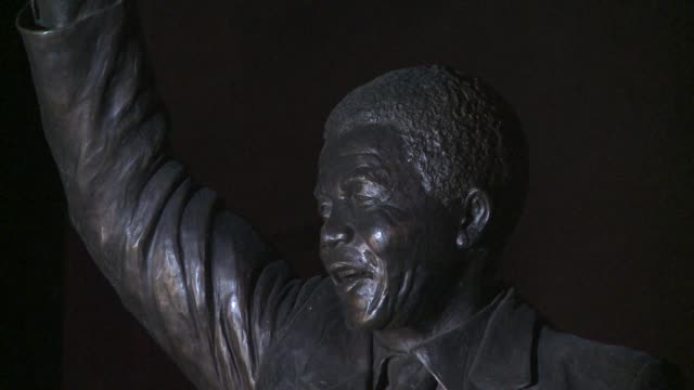 people came to leave flowers and candles outside the south african embassy in washington dc on thursday night following the death of nelson mandela... - monumento commemorativo temporaneo video stock e b–roll