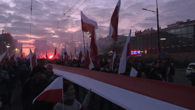 people carry a 2.5 kilometre long flag as part of a record attempt in warsaw, poland on november 11, 2019. every year independence day is celebrated... - kilometre stock videos & royalty-free footage