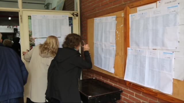 vídeos y material grabado en eventos de stock de people cast their vote at a polling station during the presidential elections on october 25, 2015 in buenos aires, argentina. presidential candidate... - argentina