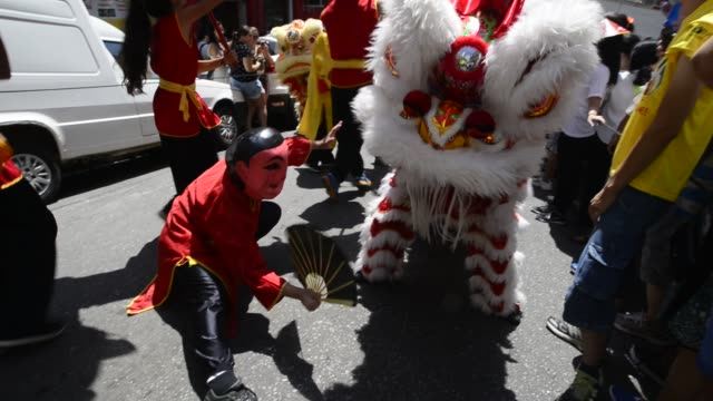 stockvideo's en b-roll-footage met people celebrate the chinese new year as they watch the traditional dragon-parade in the liberdade neighborhood on january 29, 2017 in sao paulo,... - liberdade