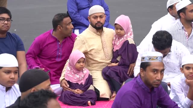 people celebrate the muslim festival of eid aladha at halal pastures farm in rock tavern new york usa on august 21 2018 - moschea video stock e b–roll