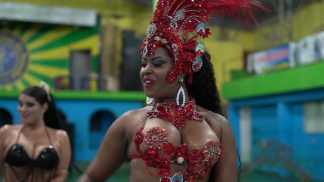 people celebrating and dancing brazilian carnival at school carnival - organised group stock videos & royalty-free footage