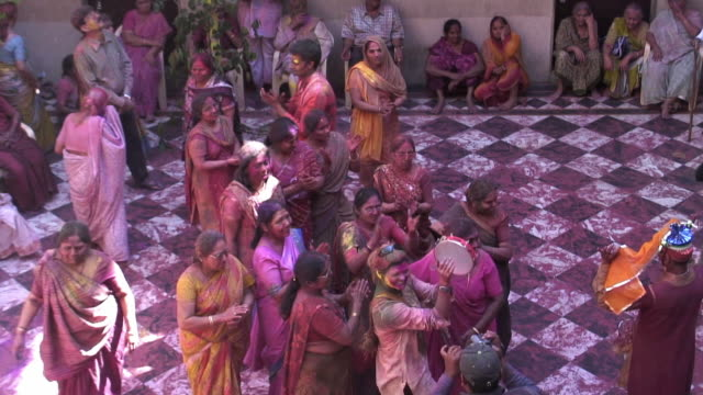 ms people celebrating holi / uttar pradesh, india / audio - sari stock videos & royalty-free footage