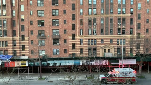 people cheering for health care and emergency workers from london terrace on 23rd street on april 01, 2020 in chelsea, manhattan in new york city,... - clapping hands stock videos & royalty-free footage