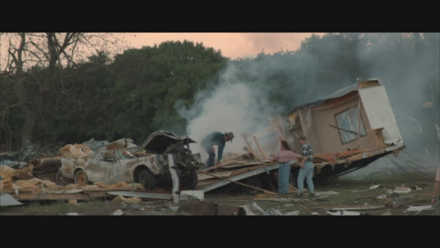 vídeos de stock e filmes b-roll de ms, pan, people clearing debris after hurricane in rural area,  usa  - acidente natural
