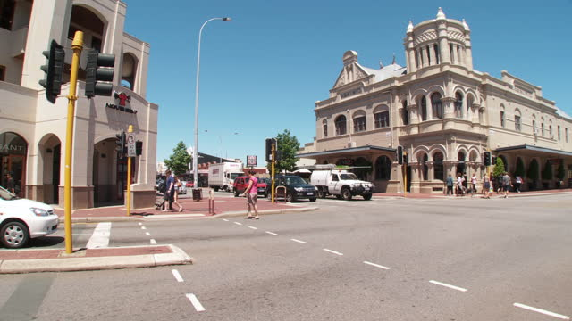 ws pan people crossing road at famous subiaco hotel / perth, western australia, australia - western australia bildbanksvideor och videomaterial från bakom kulisserna