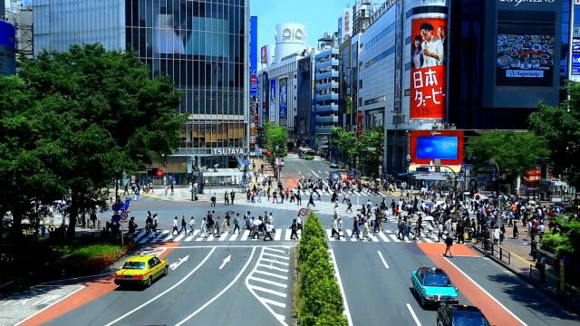 人々の渋谷交差点 - 店頭点の映像素材/bロール