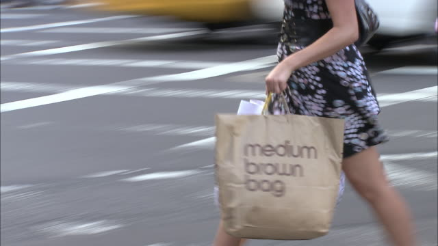 cu, ts, people crossing street, low section, fifth avenue, new york city, new york, usa - shopping bag stock videos & royalty-free footage