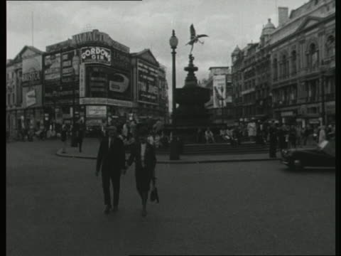 people crossing the road at picadilly circus - couple relationship stock videos & royalty-free footage