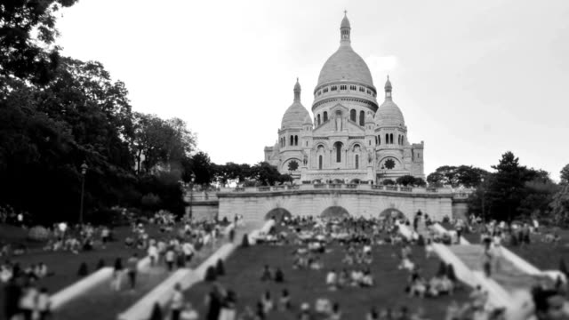 people crowds pan - basilique du sacre coeur montmartre stock videos & royalty-free footage