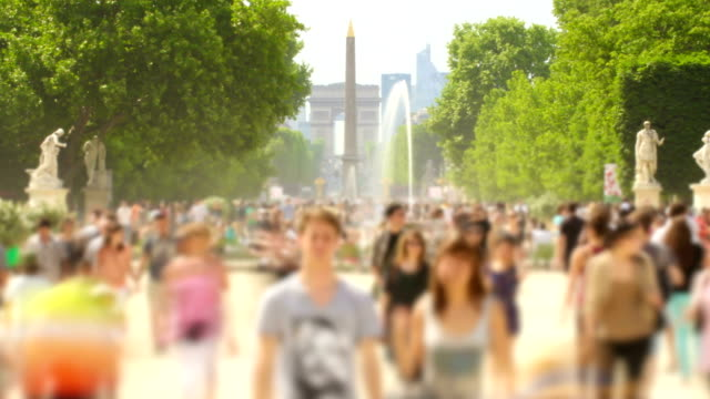 people crowds zoom - arc de triomphe paris stock videos & royalty-free footage
