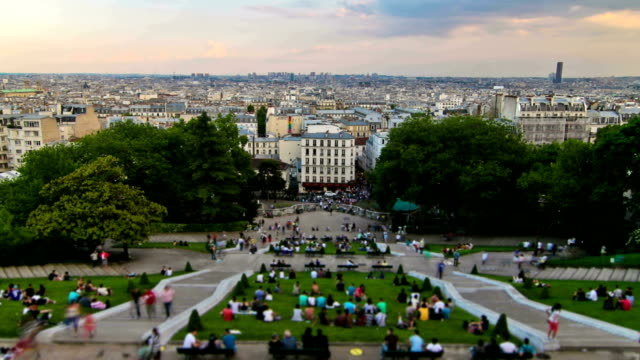 people crowds zoom - basilique du sacre coeur montmartre stock videos and b-roll footage