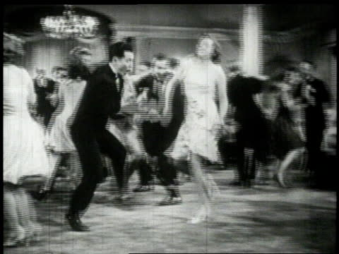vídeos de stock, filmes e b-roll de 1926 people dancing at a party - preto e branco