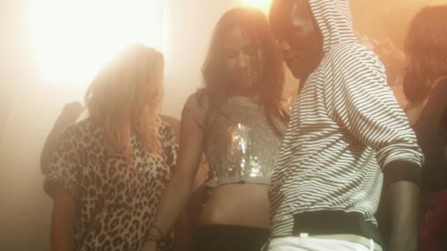 vidéos et rushes de ms slo mo tu td people dancing at nightclub / new york city, new york, usa - dancing