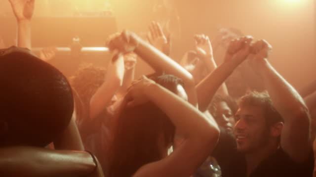 vidéos et rushes de ms td slo mo people dancing at nightclub / new york city, new york, usa - dancing