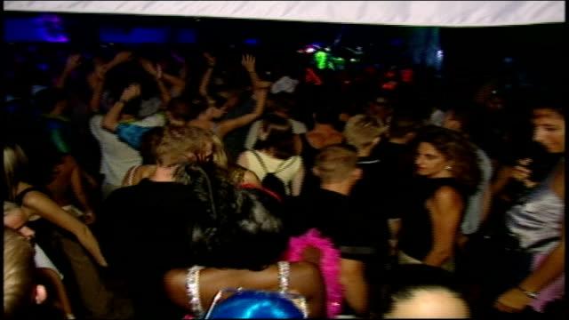 vidéos et rushes de people dancing at rave in ibiza, spain - sortir en boîte de nuit