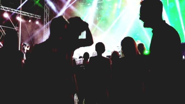コンサートで踊る人々 - 灯台船点の映像素材/bロール