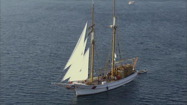 aerial ws people dancing on deck of sailboat, eilat bay, israel,  - アラバ砂漠点の映像素材/bロール