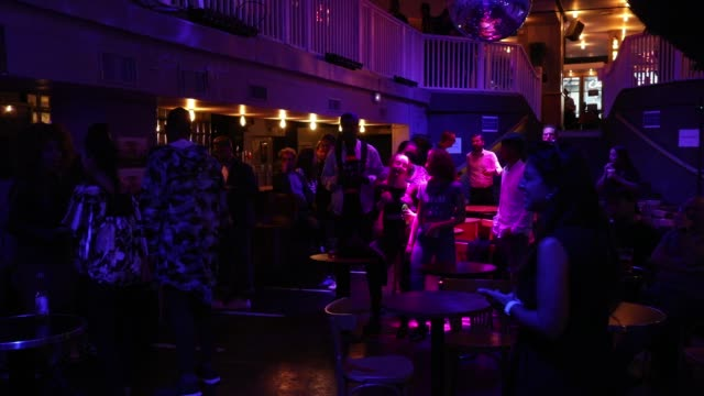 vidéos et rushes de people dancing on the dancefloor at the balrock bar in paris, on july 1 during an event to protest the continued closure of nightclubs and... - dancing