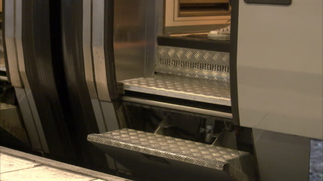 vídeos de stock, filmes e b-roll de people descending a train sweden. - unknown gender