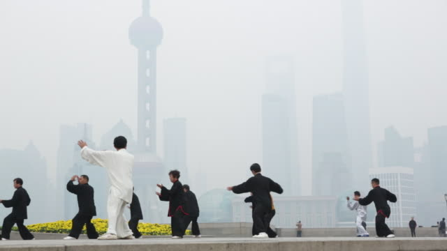 ws people doing tai chi on the bund, shanghai, china - lehrerin stock-videos und b-roll-filmmaterial