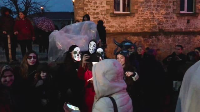 vidéos et rushes de people dressed as ghouls ghosts and zombies walk through the streets of camlica village during the bocuk festival on january 26 2019 in edirne turkey... - aménagement de l'espace