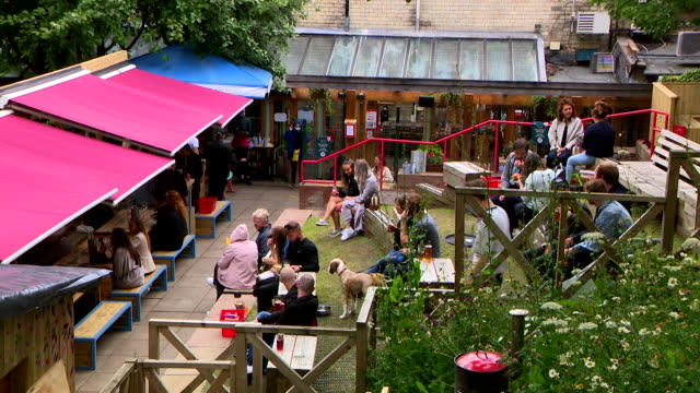 people drinking outdoors in pub in glasgow as pubs reopen for outdoor drinking only in scotland during coronavirus pandemic - scotland stock videos & royalty-free footage