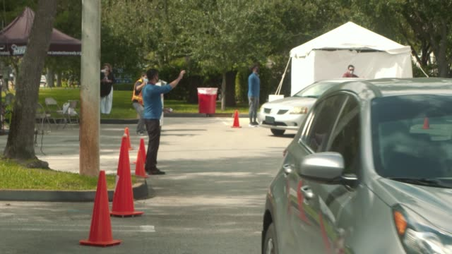 people drop off ballots at a drive-thru polling place in miami-dade county on election day on november 3, 2020 in miami, florida. voters are going to... - miami dade county stock videos & royalty-free footage