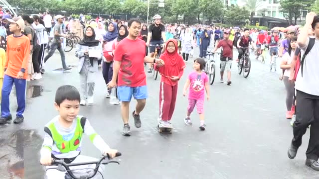 people enjoy the car free day held every sunday morning in jakarta indonesia on february 24 2019 interviews with pak arif the chairman of the jakarta... - indonesia street stock videos & royalty-free footage