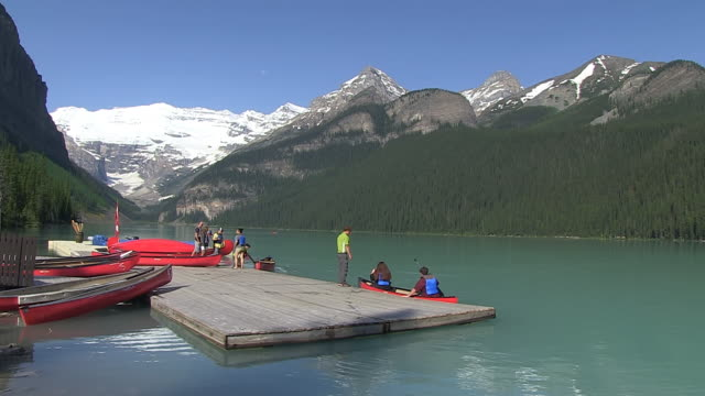 WS People enjoying and boating at small boat dock of Louise Lake in Banff Nationalpark / Lake Louise, Alberta, Canada