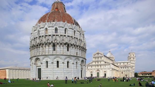 ws people enjoying at piazza dei miracoli, piazza del duomo, cathedral and leaning tower / pisa, tuscany, italy - pisa cathedral stock videos & royalty-free footage