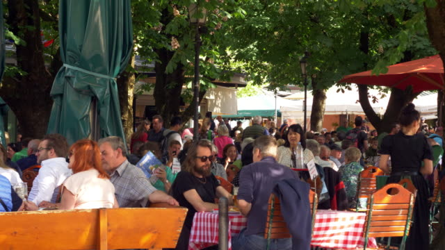 people enjoying leisure time in bavarian beer garden - german culture stock videos & royalty-free footage