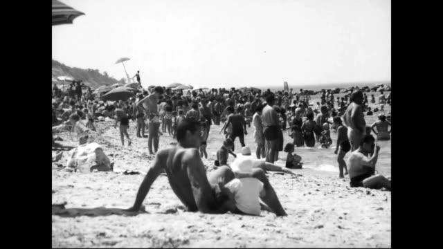 people enjoying summer day at the beach - dicke frauen am strand stock-videos und b-roll-filmmaterial