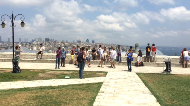 people enjoying the panoramic view from the süleymaniye mosque in istanbul, turkey - isoliert stock-videos und b-roll-filmmaterial
