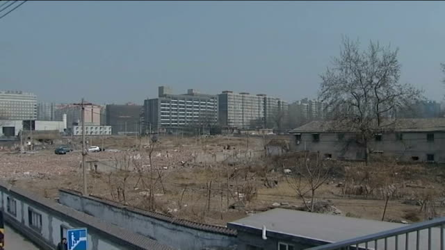 people evicted as local governments sell off land gvs partially demolished home of liu yun ge gvs home surrounded by ground earmarked for shopping... - 立ち退き点の映像素材/bロール