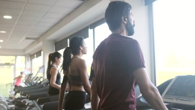 vídeos de stock e filmes b-roll de people exercising on a treadmill. - cansado