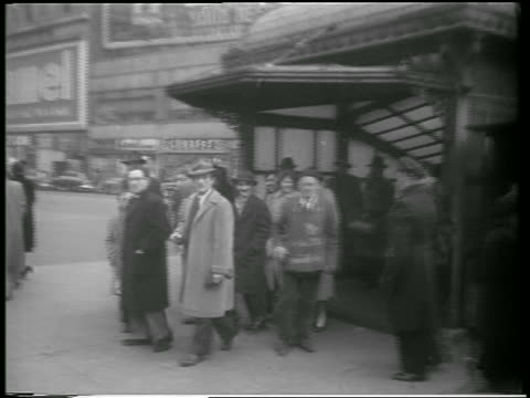 vídeos y material grabado en eventos de stock de b/w 1951 people exiting subway station after civil defense drill / nyc / newsreel - 1951