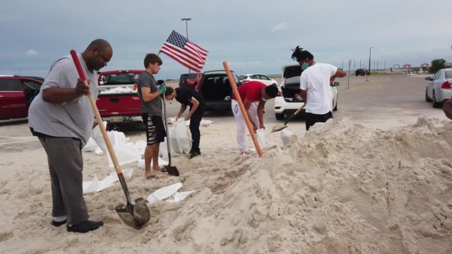 people fill sandbags as they prepare for the possible arrival of hurricane sally on september 14, 2020 in biloxi, mississippi. now categorized as... - preparation stock videos & royalty-free footage